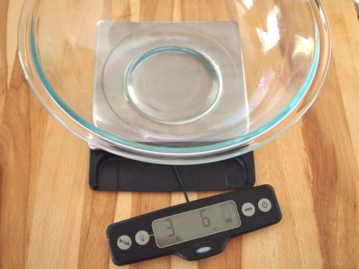 Scale with bowl
